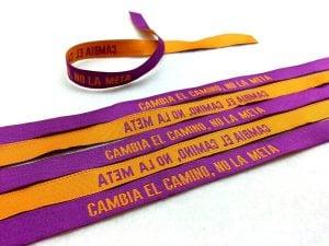 Pulsera-de-tela-con-frase-CAMBIA-EL-CAMINO-NO-LA-META