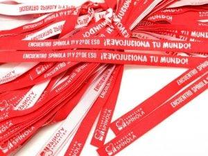 pulseras-de-tela-pulseras-tejidas-baratas-pulseras-escolares-REVOLUCIONA-TU-MUNDO-Fundacion-Spinola
