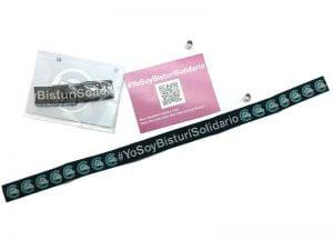 pulseras-de-tela-solidarias-manipulacion-bolsa-carton-cierre-Bisturí-solidario-3