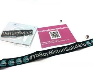 pulseras-de-tela-solidarias-manipulacion-bolsa-carton-cierre-Bisturí-solidario-4