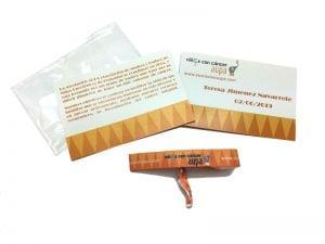 pulseras-de-tela-solidarias-manipulacion-bolsa-carton-cierre-Niños-con-Cancer-AUPA-1