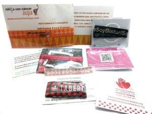 pulseras-de-tela-solidarias-manipulacion-bolsa-carton-cierre-conjunto-2