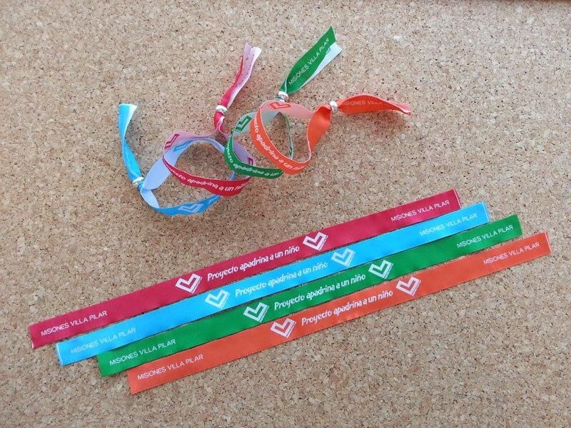 pulseras-de-tela-personalizadas-Proyecto-Apadrina-A-Un-Niño-pulseradetela-es