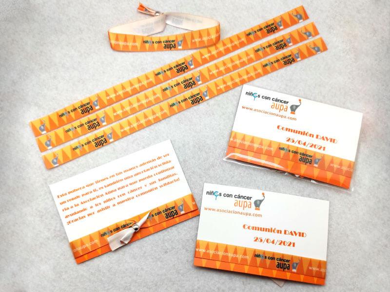 pulseras-de-tela-con-packaging-manipulacion-bolsa-carton-cierre-AUPA-Comunión