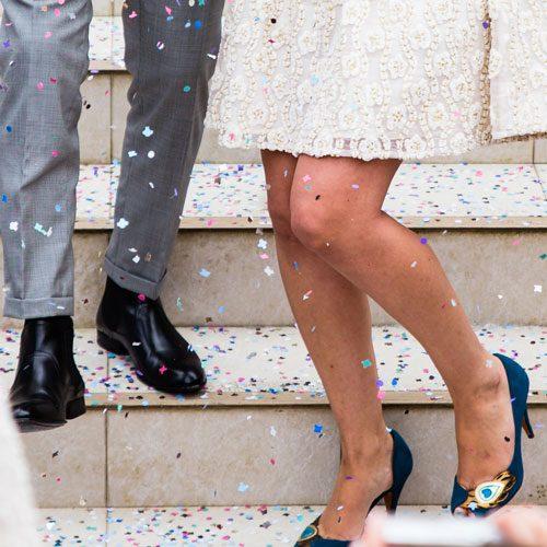 Clienta-pulseras-de-tela-para-bodas-personalizadas